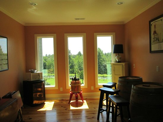 Arcady Vineyard Bed & Breakfast: a common area