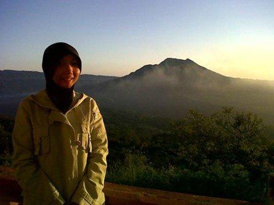 Lakeview Ecolodge: sunset view of Batur langsung dari kamar