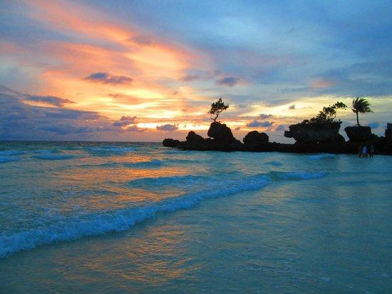 Sea Wind Boracay Island: Sunset on the Beach