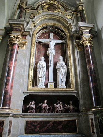 Stadtpfarrkirche St. Egid: The Cross above Fires of hell.