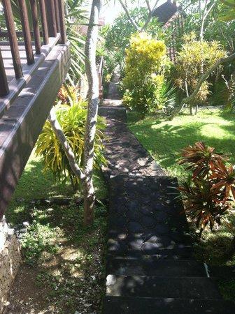 Oka7 Bungalow: Nice gardens