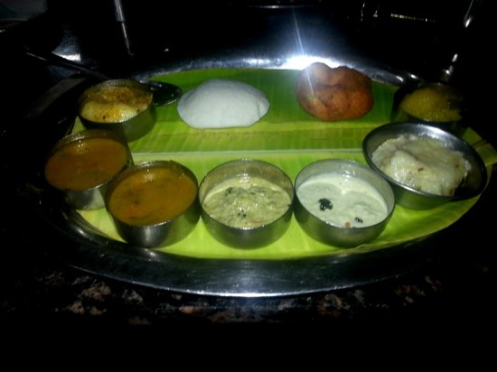 Hilltop Towers: Complimentary Breakfast along with Dosa