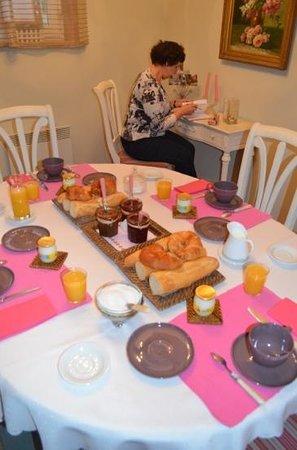 Le Clos Xavianne: breakfast