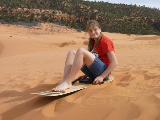 BEST WESTERN Red Hills: Sand sledding in Coral Pink dunes nearby