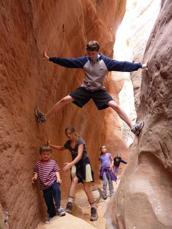 BEST WESTERN Red Hills : Orderville slot canyon near to Kanab