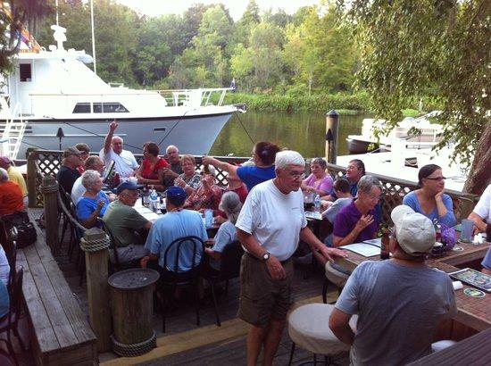 K-Rae's Waterway Bar & Grille: Beautiful Sunday!