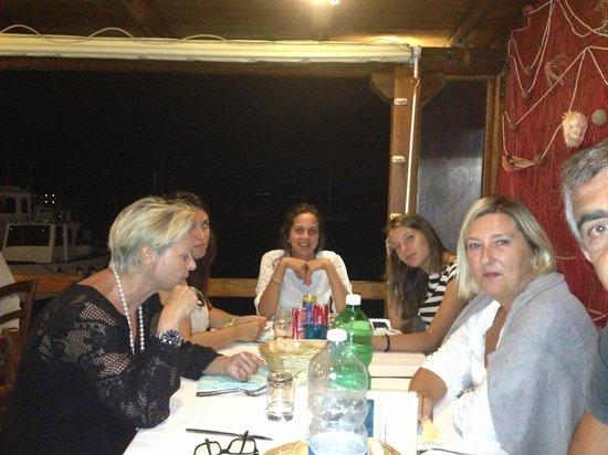 Ristorante da Tonino Re di Tavolara : Tavolo sul mare