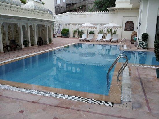 Hotel Swaroop Vilas: The swimming pool