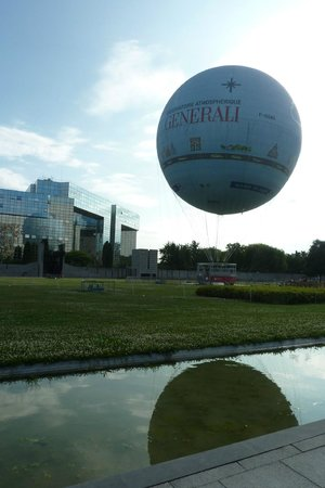Parc André Citroën : tethered gas balloon