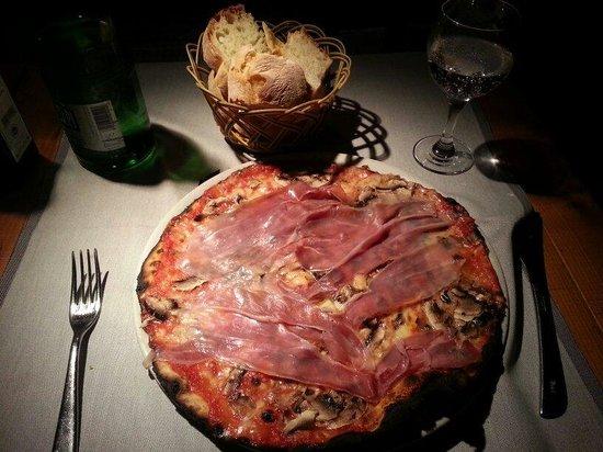 Pizzeria San Marco : Great pizza. Thin crust.