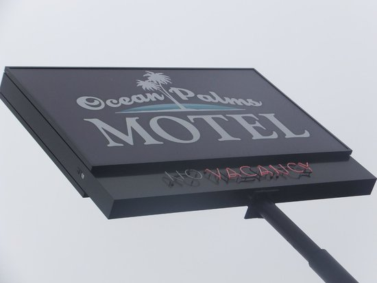 Ocean Palms Motel: Sign