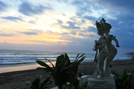 Legong Keraton Beach Hotel: spiaggia