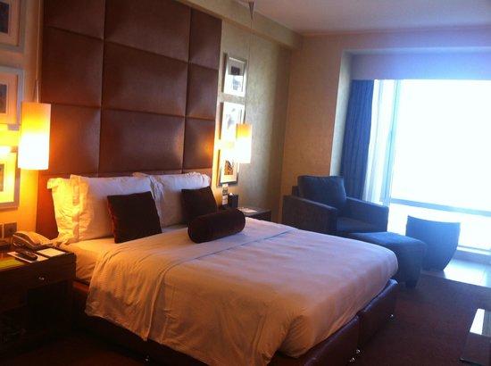 Al Manshar Rotana Hotel: Room interior