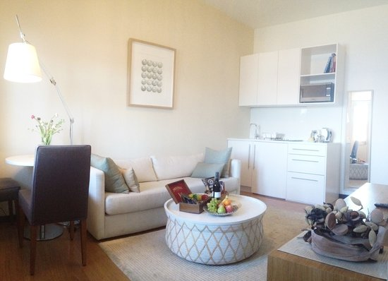 Balmain Wharf Apartments : The Bartizan's living area