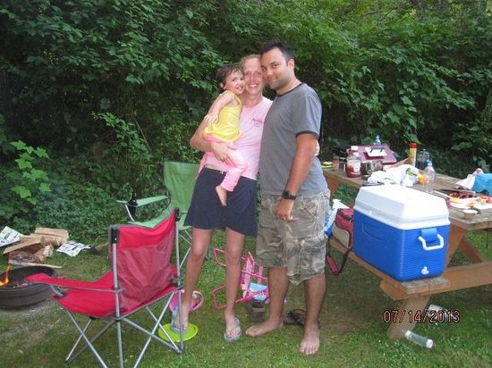 Cedar Grove RV Park & Campground: A family pic taken by the great management