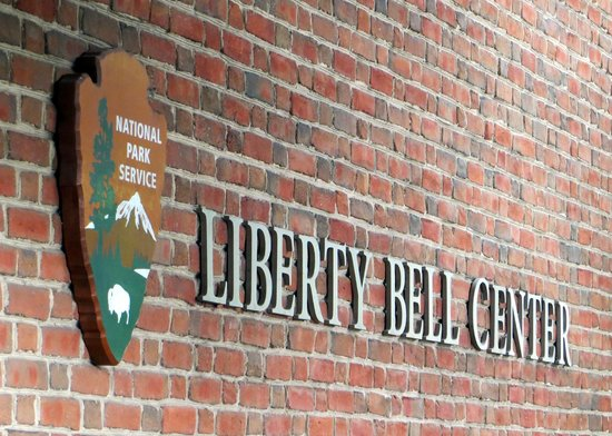 Liberty Bell Center: Entry