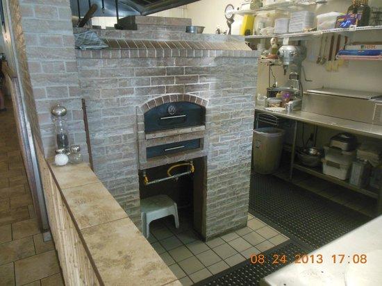 Maui Brick Oven: The oven