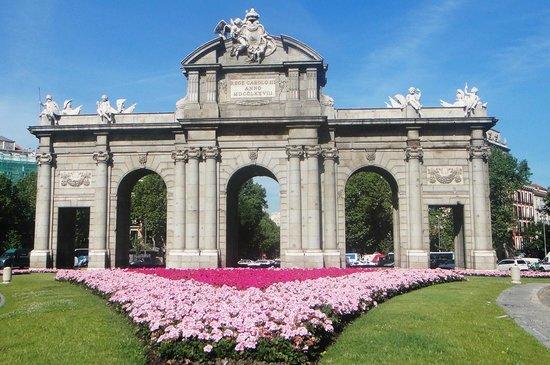 Corral de la Moreria: Puerta de Alcala, Madrid
