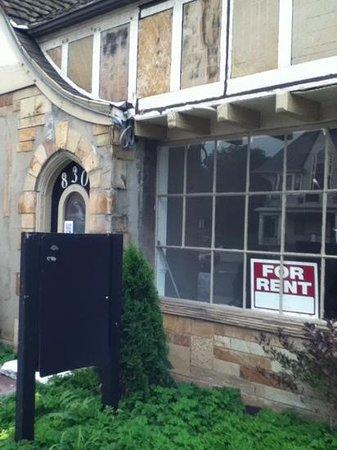 Elmwood Village: another vacant store on elmwood