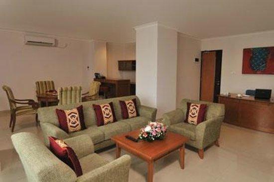 Asana Kawanua Jakarta : Living room at Kawanua Suite