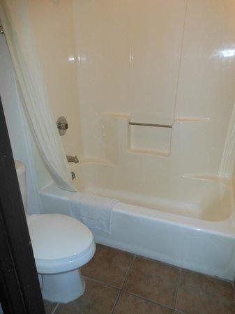 Super 8 Lake Havasu City : Bathroom