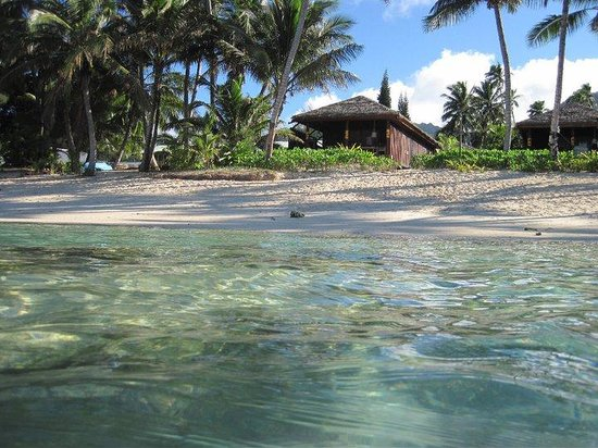 Rarotonga Beach Bungalows: Our Bungalow from the Water