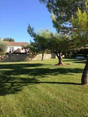 La Bastide St Georges : jardin bien vert