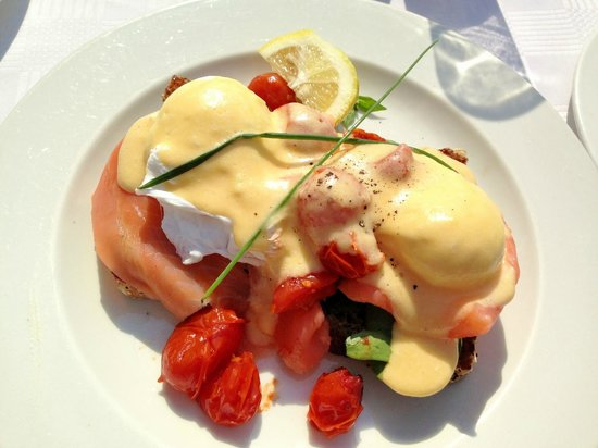 CNR Cafe : The absolutely delicious Hollandaise brekkie