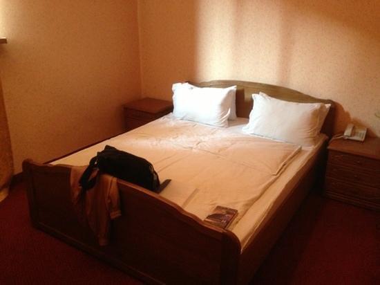 Almaty-Sapar : our basement room