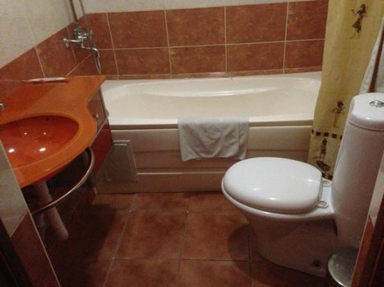Almaty-Sapar : bathroom