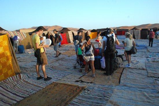 Auberge Kasbah Leila: campo tendato