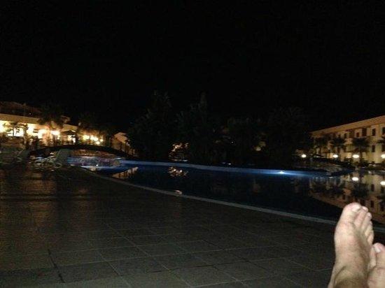 Hotel Club Residence Roscianum: Piscina di sera...