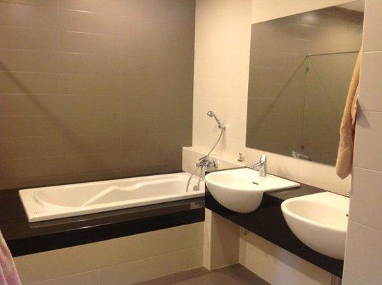Karon Hill Condo: Bathroom