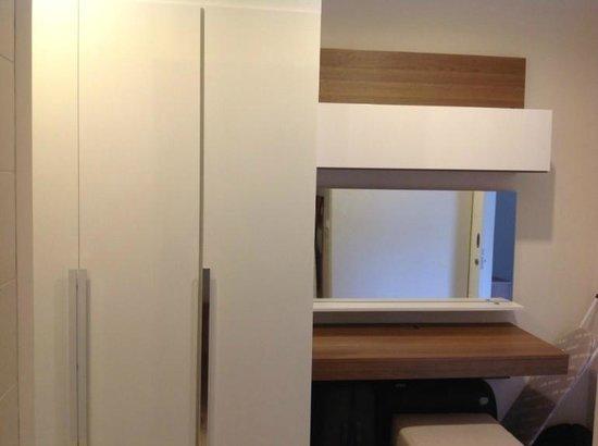 Karon Hill Condo: Wardrobe room