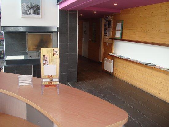Residence Le Pic de l'Ours: salon annoncé par LAGRANGE transformé en Accueil