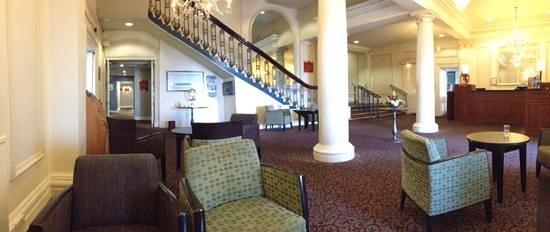 Mercure Brighton Seafront Hotel: Reception area.