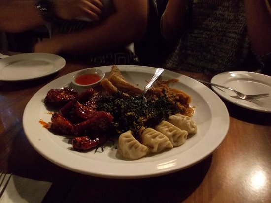 Royal Dragon Chinese : A small plate of starters for four people