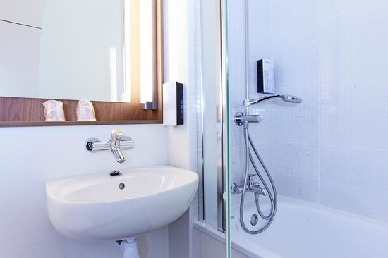 Campanile Paris Ouest - Pte De Champerret Levallois : Bathroom