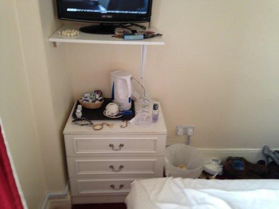 The Kensington Hotel: Room Furniture
