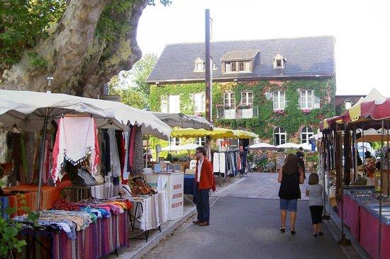 Auberge de la Comtesse: Le marché du vendredi.