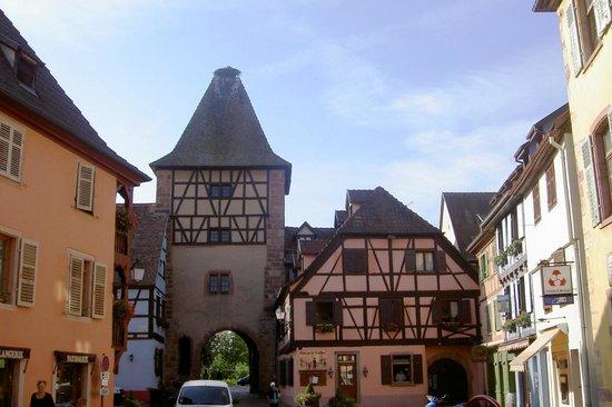 Auberge de la Comtesse: La porte de France.