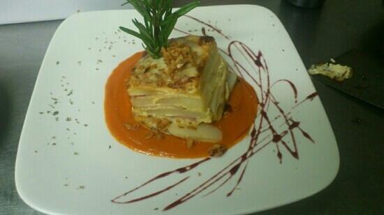 El Porton: Pastel de patata y bacon con tomate frito