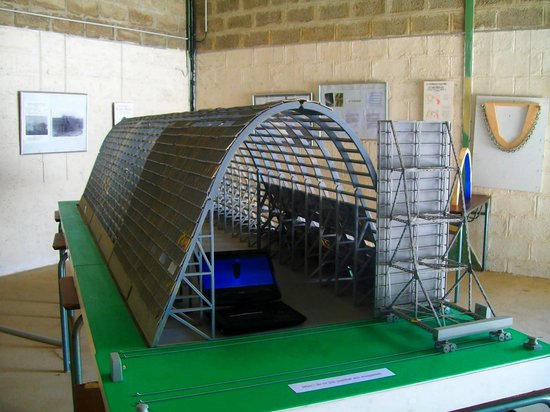 Hangar à Dirigeables d'Ecausseville : Maquette du hangar dans le musée