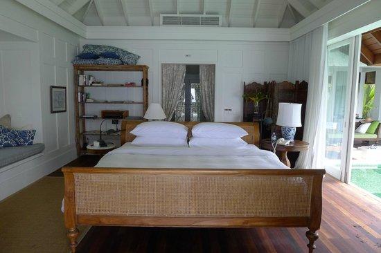 Naladhu Resort Maldives: View of main bedroom