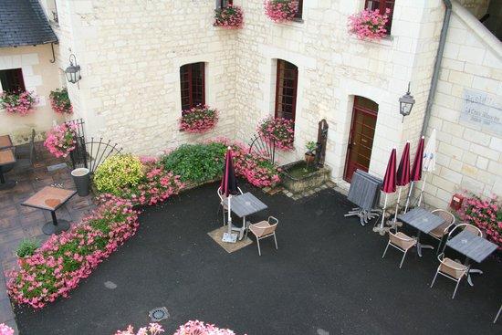 Hotel La Croix Blanche Fontevraud: photo prise de le terrasse de la chambre