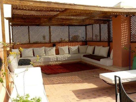 Riad Imilchil: Terraza donde compartir muy buenos momentos