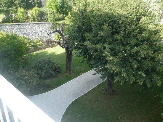 La Saudade : uitzicht op de grote tuin vanaf dakteras