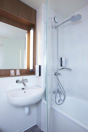 Campanile Argenteuil : Bathroom