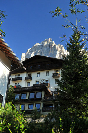 Cima Belpra' Hotel : Front of hotel from below