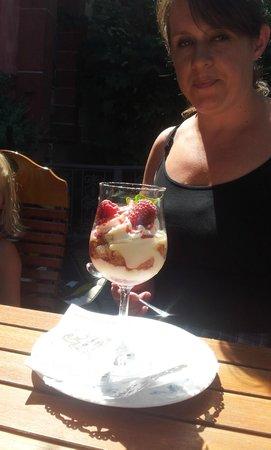 Schloss Balthasar : Strawberries and Icecream
